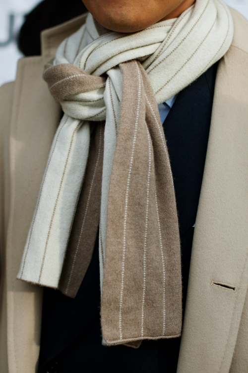 love the look of this scarf knot and how the lines of the pattern