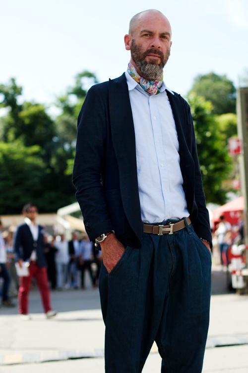 ...посвященных уличной моде: ими украшают сумки, вплетают в волосы.