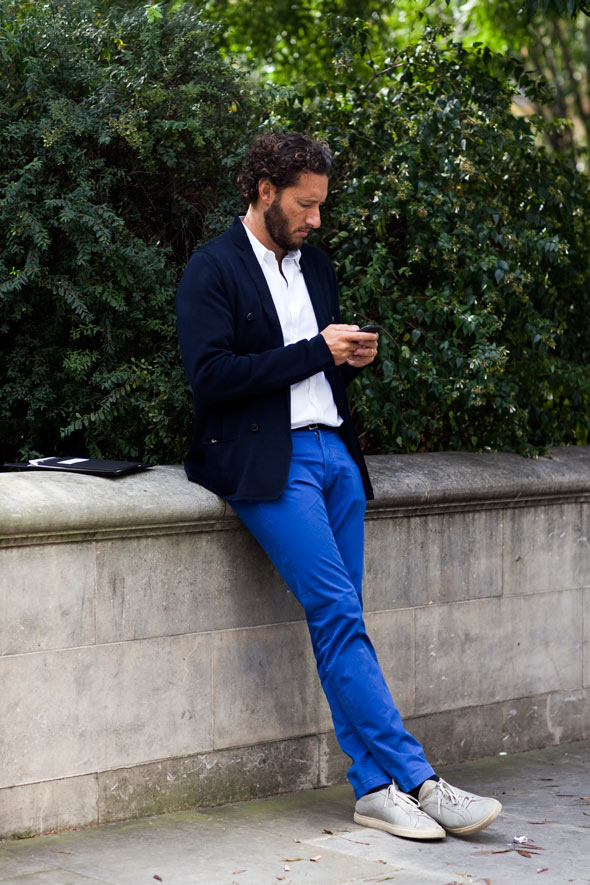 what to wear with blue pants men