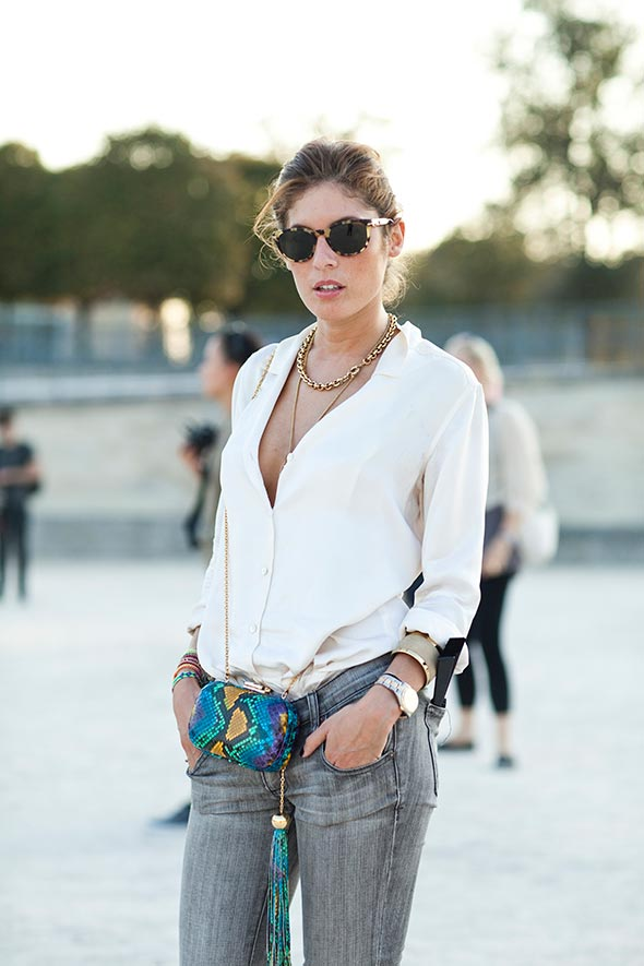 White shirt and jeans with bright accessories, Paris street style